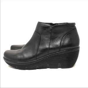 Clark's Artisan Black ZIP Wedge Ankle Boot 8 1/2 M